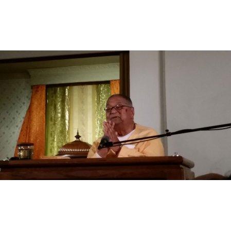 Swami Sridharananda lecturing